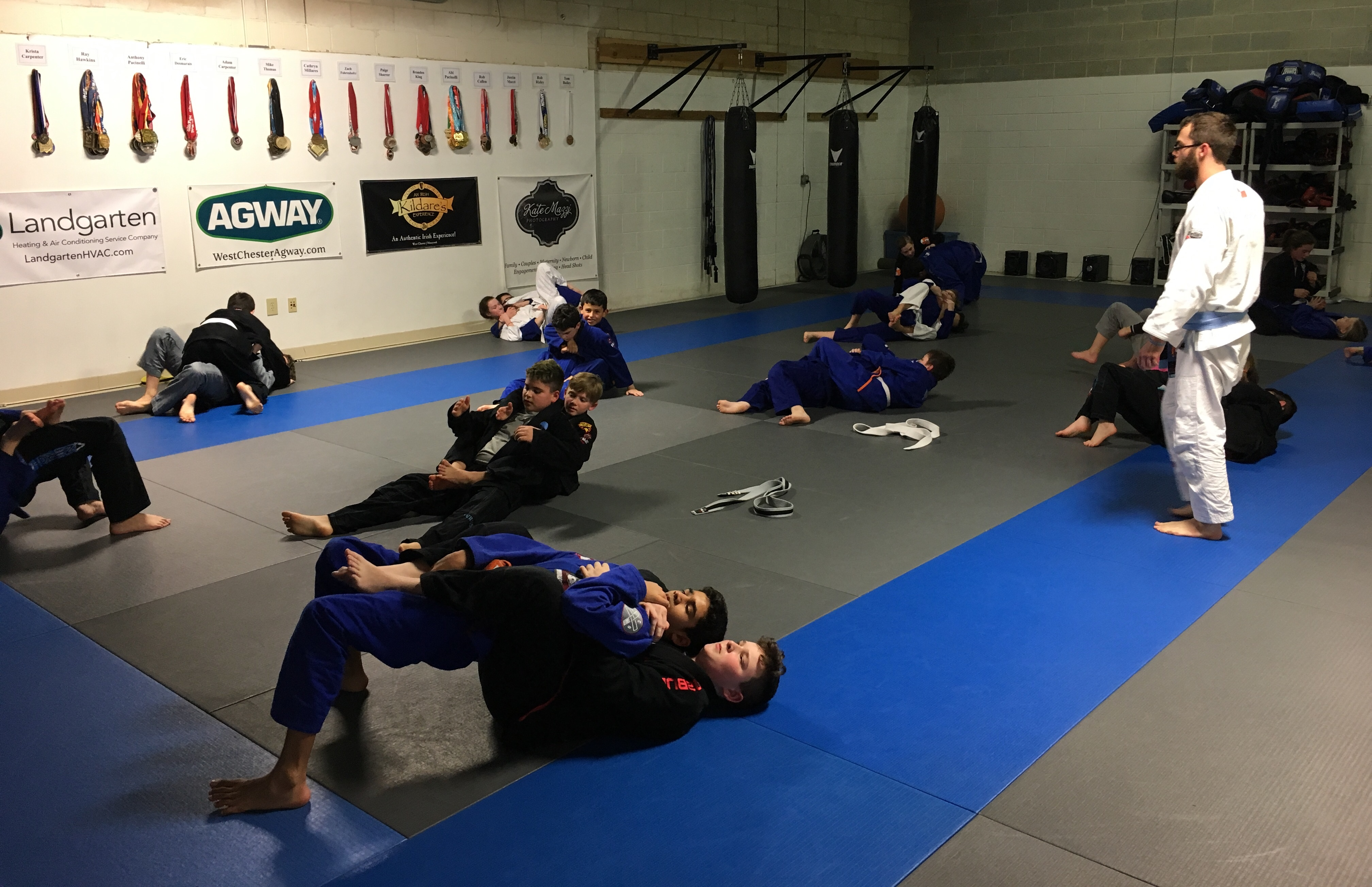 jiu jitsu class 10th planet jiu jitsu is the brain child of eddie bravo and is based on clinching your opponent and on top of world class self-defense, students at 10th planet jiu jitsu decatur will enjoy dozens of.